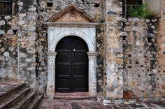 Un gran portal de Michoacán, sin dudas, una gran belleza arquitectónica. http://www.bestday.com.mx/Michoacan/Atracciones/