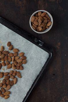 Opskrift: Ristede mandler med lakrids | Frk. Kræsen