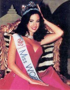 Miss Mundo 1995 Jacqueline Aguilera Marcano - Venezuela anos) Beautiful Inside And Out, Most Beautiful Women, Prince Girl, Miss Mundo, World Winner, Miss Univers, Runaway Bride, Intelligent Women, Miss India