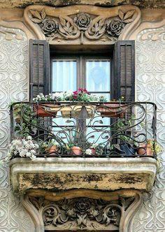 Balcony Casa Jeroni Granell in Barcelona - Spain Art Nouveau Architecture, Beautiful Architecture, Beautiful Buildings, Architecture Details, Garden Architecture, Old Windows, Windows And Doors, Balcon Juliette, Window View