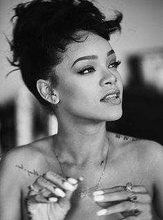 rihanna, riri, and black and white image Fenty Rihanna, Moda Rihanna, Good Girl Gone Bad, Divas, Pretty People, Beautiful People, Beautiful Women, Beautiful Images, Beyonce