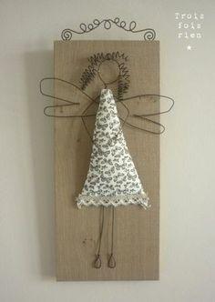 poupée fil de fer/tissu sur planche de bois vieilli