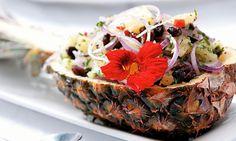 Salada de abacaxi picante com uva-passa e temperos