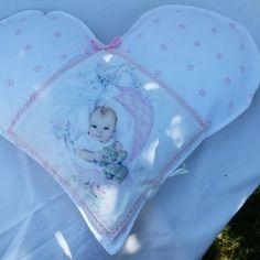 Coussin theme  bébé en forme de coeur