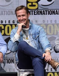 "Ryan Gosling Photos Photos - Actor Ryan Gosling attends the Warner Bros. Pictures ""Blade Runner 2049"" Presentation during Comic-Con International 2017 at San Diego Convention Center on July 22, 2017 in San Diego, California. - Comic-Con International 2017"