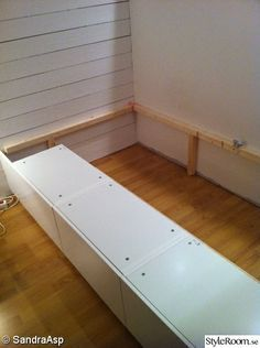 Pour chambre a paloma Diy Bedframe With Storage, Small Bedroom Storage, Diy Storage, Studio Kitchenette, Interior Paint Colors For Living Room, Deco Studio, Bedding Inspiration, Diy Bed Frame, Compact Living