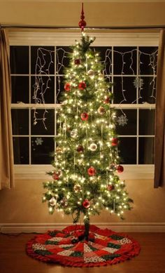 How to photograph your Christmas tree.with or without your family Without You, Your Family, Great Photos, Photography Tips, Give It To Me, Christmas Tree, Holiday Decor, Teal Christmas Tree, Xmas Trees