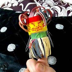Índio: dedoche feito com pote de Yakult retalhos de tecido fita adesiva colorida e clipes. #handmade #teatro #indio #artesanato #reutilizar #reutilizarte #feitoamao #feitopormim #euquefiz #criancas #kids #sustentabilidade #eco #oficina #arte #artesplasticas #brinquedos #toys #educaçãoartística #protecaoambiental #proteçãodanatureza #escola #sucata http://ift.tt/1T946lV by smvaa58 http://ift.tt/1RKlMPq