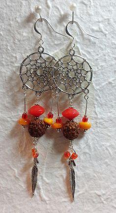 Boucles d'oreilles attrape rêves, perles orange, graine de Rudraksha ( arbre de Shiva )