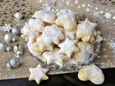 Raspberrybrunette: Šľahačkové pečivo Christmas Cookies, Cauliflower, Stuffed Mushrooms, Food And Drink, Cooking Recipes, Yummy Food, Vegetables, Sweet, Advent