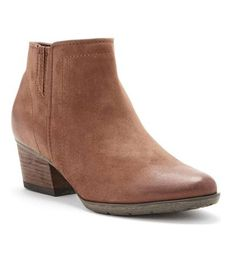 7918157bc6d5 7 Incredibly Comfortable (and Cute!) Shoes for Traveling
