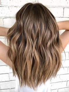 Are you going to balayage hair for the first time and know nothing about this technique? Or already have it and want to try its new type? We've gathered everything you need to know about balayage, check! Balayage Hair Blonde, Brown Balayage, Brown Blonde Hair, Light Brown Hair, Brown Hair With Highlights, Ombre Brown, Brunette Lob, Balayage Highlights, Brunette Highlights