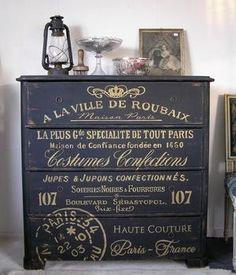 Himlarum - 1800-talsbyrå med fransk text i guld