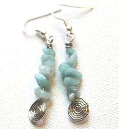 How to Make Spiral and Gemstone Chip Earrings Best Picture For DIY Wire Earrings awesome For Your Taste You are looking for something, and it is going to tell you exactly what you are looking for, and Beaded Earrings, Earrings Handmade, Beaded Jewelry, Handmade Jewelry, Fashion Earrings, Fashion Jewelry, Bijoux Fil Aluminium, Earring Tutorial, Metal Jewelry