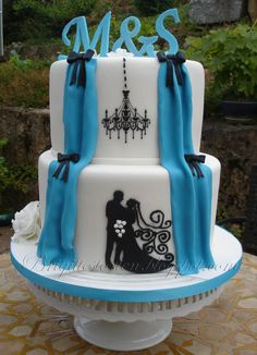 Wedding cake turquoise and white with silhoutte — Round Wedding Cakes