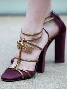 """O Trend Alert de hoje traz uma tendência que está fazendo um """"zumzumzum"""" no mundo fashion. Vem confeir a Bug Fever!  http://mytrendtips.blogspot.com.br/"""