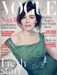 Nigella Lawson Wows On Vogue UK April Cover Nigella Lawson is ready for a fresh start, so naturally, The celebrity chef, flaunts her natural beauty on the cover of British Vogue's April issue. Vogue Uk, Vogue Fashion, Vogue Magazine Covers, Vogue Covers, Nigella Lawson Makeup, Tv Chefs, Kim Basinger, Free Makeup, Beauty Trends