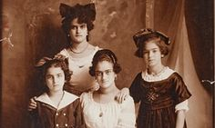 A portrait of the Kahlo-Calderón sisters: (anti-clockwise from the back) Cristina, Adriana, Matilde and Frida, who was then aged 10