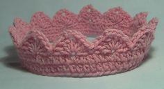 Free Crochet Crown Pattern.Looks like single crochet  2 rows around base then a row single ch 3 double ch 2 chain 3 double then 1 single repeat