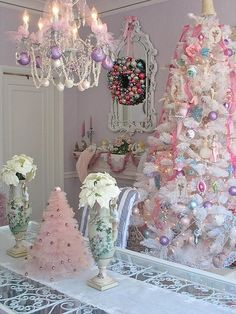If you love shabby chic, you will love these beautiful Christmas ideas. I hope they inspire you to create your own SHABBY CHIC CHRISTMAS ! Pink Christmas Tree, Shabby Chic Christmas, Noel Christmas, Christmas Colors, All Things Christmas, Beautiful Christmas, Vintage Christmas, Christmas Crafts, Whimsical Christmas