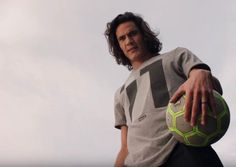 cool PSG star Edinson Cavani showcases deadly accuracy as he puts youngster in his place in brilliant Nike Football advert Check more at https://epeak.info/2017/02/14/psg-star-edinson-cavani-showcases-deadly-accuracy-as-he-puts-youngster-in-his-place-in-brilliant-nike-football-advert/