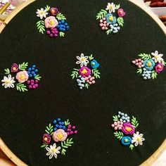 No photo description available. Handkerchief Embroidery, Hand Embroidery Videos, Hand Work Embroidery, Embroidery Flowers Pattern, Beaded Embroidery, Embroidery On Kurtis, Kurti Embroidery Design, Flower Embroidery Designs, Hand Embroidery Stitches