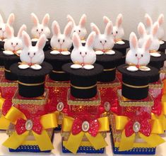Caixas duplas, com mini aplique do coelho na cartola!  #personalizados #ateliekarinabiagi #festacirco #festacircovintage #circovintage