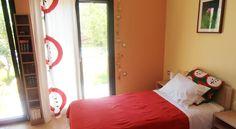 Villa Lofos , Περιβόλια, Ελλάδα. Crete Holiday, Villa, Bed, Furniture, Home Decor, Decoration Home, Stream Bed, Room Decor, Home Furnishings