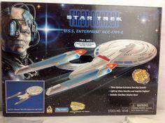 Playmates Star Trek First Contact USS Enterprise Enterprise Ship, Uss Enterprise Ncc 1701, Star Trek Enterprise, Star Trek Toys, Star Trek 1, Star Trek Action Figures, Robot Monster, Star Trek Collectibles, Space Toys