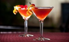 You'll find the ultimate Romeo and Juliet cocktail: Valentine's special recipe and even more incredible feasts waiting to be devoured right here on Food Network UK. Cocktail Shots, Fun Cocktails, Holiday Cocktails, Milk Shakes, Food Network Uk, Food Network Recipes, Absolut Apeach, Patron Silver Tequila, Peach Juice