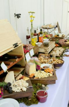 Try This 50 Great Ideas for Rustic Food Display - Beauty of .- Try This 50 Great Ideas for Rustic Food Display – Beauty of Wedding Try This 50 Great Ideas for Rustic Food Display – Beauty of Wedding - Rustic Food Display, Catering Display, Catering Buffet, Catering Food, Catering Ideas, Deco Buffet, Buffet Set, Buffet Ideas, Party Buffet