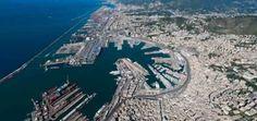 Porto di Genova: tra terrorismo e narcotraffico è il caos AL porto di Genova la situazione sembra essere fuori controllo. Da una parte la 'ndrangheta, che fa affari sul territorio regionale da ormai diversi anni, che pare abbiano spostato qui il narco #genova #porto #mafia #terrorismo Mafia, City Photo, Porto