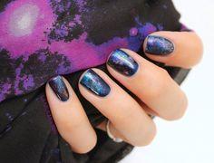 Le nail art galaxy à l'éponge Le nail art galaxy c'est le nail art tendance qui en met plein la vue. L'occasion de s'essayer à la technique du nail art à l'éponge, expliquée par La NPA mouton.Le matériel : une éponge. RetrouvezLa NPA mouton sur Hellocoton.
