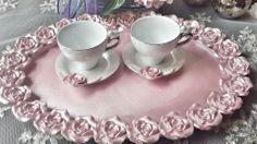 güllü pembe poleyster tepsi Upcycled Vintage, Vintage Shabby Chic, Etsy Vintage, Hobbies And Crafts, Diy And Crafts, Antique Tea Sets, Coffee Tray, Cold Porcelain Flowers, Cake Plates