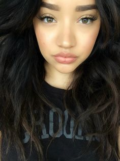 Beautiful look, but the eyebrows are a bit much. Pretty Makeup, Love Makeup, Beauty Makeup, Makeup Looks, Hair Beauty, Clean Makeup, Perfect Makeup, Allure Beauty, Up Girl