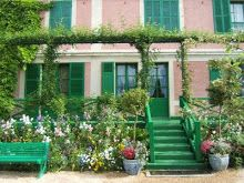 Monet House at Giverny - Do not miss to visit it with the beautiful garden - only 30mn from Paris