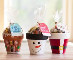 I recently purchased a bunch of small terra cotta pots that I planned to paint and use as holiday decoration around my house. After getting started on them, I realized that they would be perfect as a small gift basket. Easy Homemade Christmas Gifts, Teacher Christmas Gifts, Christmas Crafts For Gifts, Simple Christmas, Christmas Decorations, Holiday Gifts, Christmas Christmas, Christmas Ideas, Christmas Presents