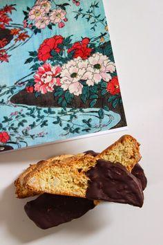Des biscottis à l'amande et à l'orange Biscuits, Sunglasses Case, Blog, Almond, Crack Crackers, Cookies, Biscuit, Blogging, Cookie Recipes