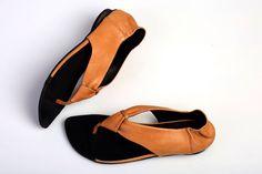 ¡Nuevo! Cuero sandalias, sandalias Camel, Flats, sandalias hechas a mano, sandalias Descalzas, naranja, T-strap sandalias del verano, Brigitte de abramey en Etsy https://www.etsy.com/es/listing/225959536/nuevo-cuero-sandalias-sandalias-camel