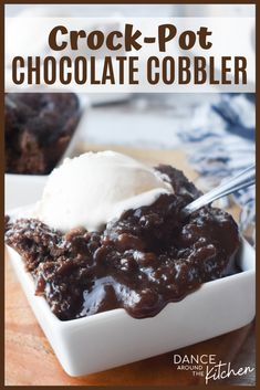 This Crock Pot Chocolate Cobbler has a warm, fudgy pudding covered with a moist chocolate cake. Top it with a scoop of ice cream for an easy dessert for any day of the week! Slow Cooker Desserts, Slow Cooker Cake, Crockpot Dessert Recipes, Crock Pot Desserts, Crock Pot Slow Cooker, Easy Desserts, Autumn Desserts, Crock Pots, Crockpot Dishes