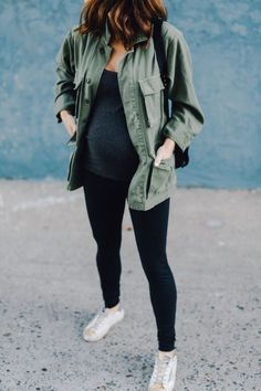 Styling tips for maternity leggings. Be cute and comfy during pregnancy with outfits that include leggings # Casual Maternity Outfits, Stylish Maternity, Maternity Wear, Maternity Styles, Maternity Swimwear, Fall Maternity Clothes, Fall Maternity Fashion, Maternity Looks, Mode Outfits