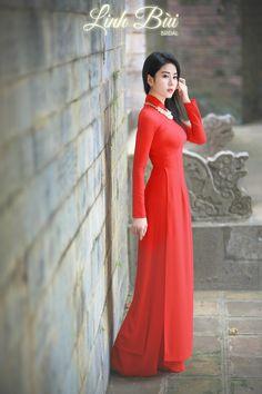 Kiểu dáng: Áo dài dạo phố || Màu sắc: Đỏ || Chất liệu: Lụa cao cấp Vietnamese Traditional Dress, Vietnamese Dress, Traditional Dresses, Beautiful Indian Actress, Beautiful Asian Women, Ao Dai, Girls Kurti, Lovely Dresses, Hottest Models