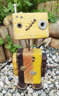 Petit Robot de bois recyclé réalisé main modèle unique