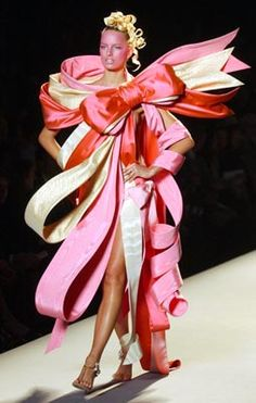 victor and rolf 2005 | VICTOR & ROLF - Love this dress