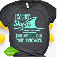 Teacher Shark svg, doo doo doo doo your homework Lehrer Shark Svg, doo doo doo doo Ihre Hausaufgaben Funny Shirts, T Shirts, Work Shirts, Summer Christmas Gifts, Diy Christmas, Christmas Treats, Christmas Presents, Funny Kids Homework, Homework Ideas