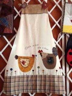 Gallinas I don't wear aprons but these are just outsta Retro Apron, Aprons Vintage, Sewing Hacks, Sewing Crafts, Sewing Projects, Chicken Quilt, Apron Tutorial, Chicken Crafts, Apron Designs