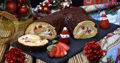 Tronco de Navidad relleno de nata con fresas y cubierto de chocolate