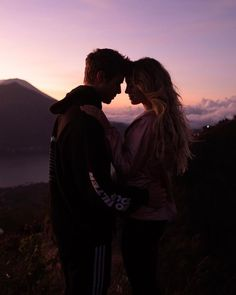 Ideas Travel Couple Photography Summer For 2019 Couple Photography Poses, Tumblr Photography, Beach Photography, Travel Photography, Friend Photography, Maternity Photography, Halloween Costume Couple, Couples Halloween, Halloween Pictures