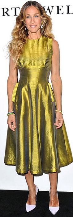 Sarah Jessica Parker: Dress – Alexandra New York vintage Bracelets – Cindy Chao Beautiful Outfits, Cool Outfits, Beautiful Clothes, Sarah Jessica Parker Lovely, Carrie Bradshaw Style, Poncho, Classy Casual, Celebrity Outfits, Style And Grace