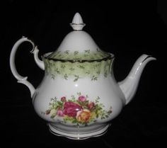 Royal Albert Old Country Roses 6 cup Teapot Special Edition Green Leaves Trim
